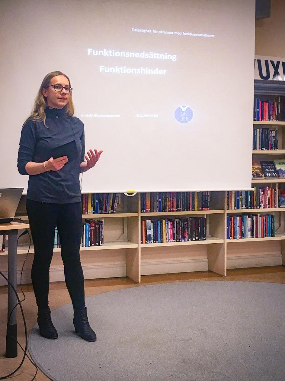 Aline håller en föreläsning